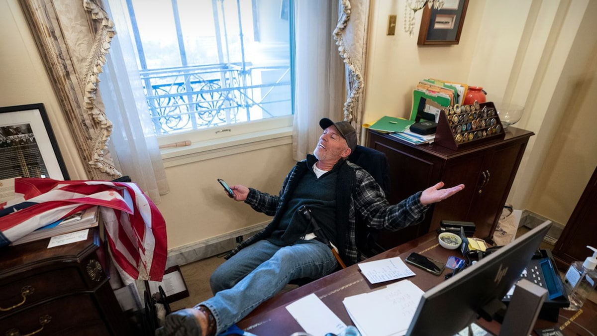 capitol-rioter-who-put-feet-on-pelosi's-desk-will-be-freed-from-jail