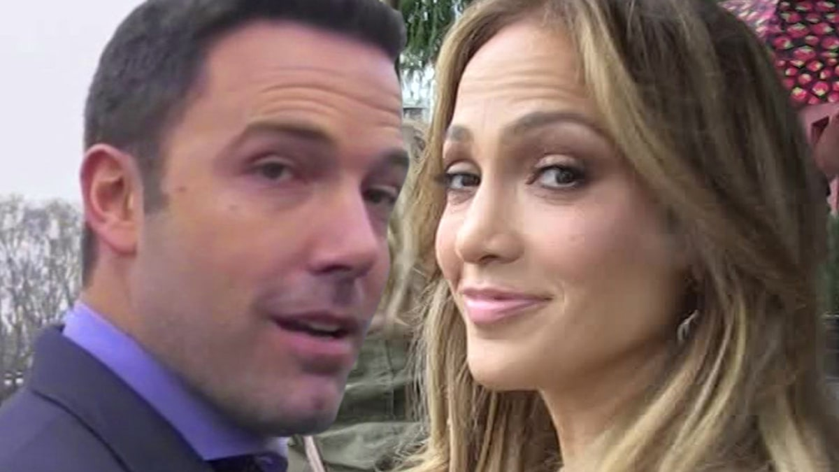 ben-affleck-and-jennifer-lopez-jewelry-shop-in-capri,-but-no-ring-yet