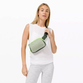 why-it-girls-are-obsessed-with-lululemon's-everywhere-belt-bag