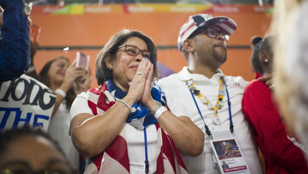 simon-biles'-parents:-everything-to-know-about-her-proud-mom-&-dad
